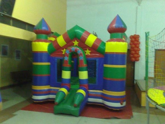 Locação de Brinquedos para festa infantil - castelo pula-pula inflavel (4mx4m)