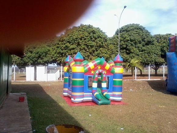 Locação de Brinquedos para festa infantil - castelo pula-pula inflável