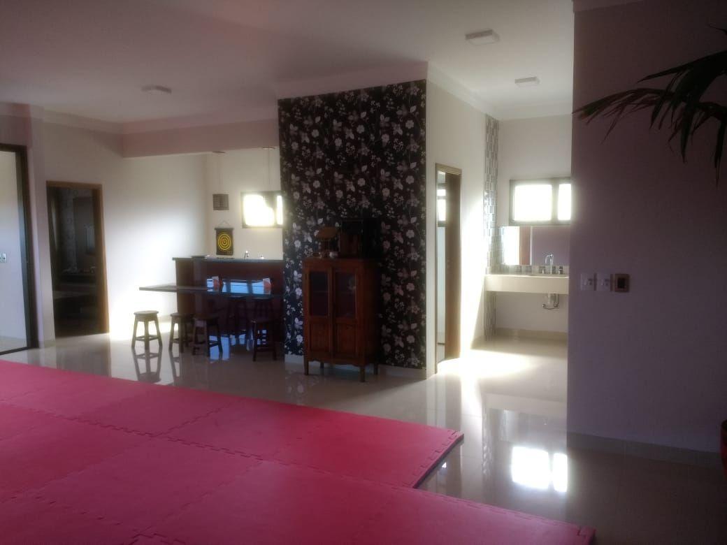 595 - Casa Cond. Jardim Olhos D' Agua 542 m²
