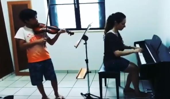 Aula de Violino aluno Eduardo.