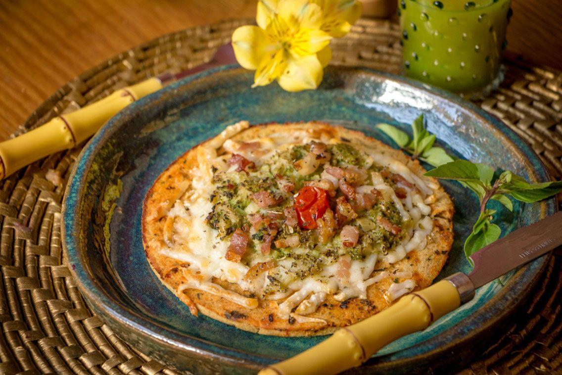 Pizza de Brócolis com Bacon sem glúten - Low Carb