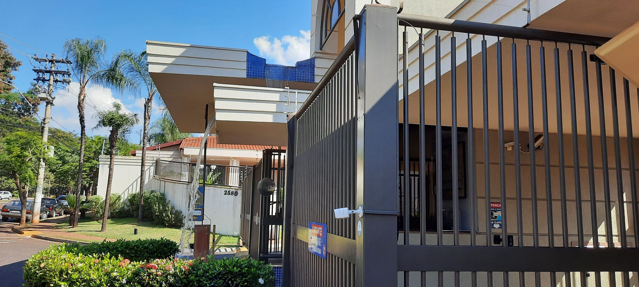 762 - Casa em Condomínio Jardim Botânico 3 Dormitórios